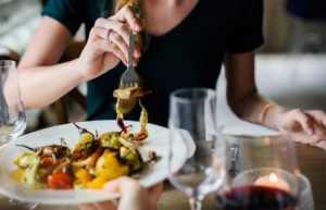 Eat healthy when dining out by planning ahead.
